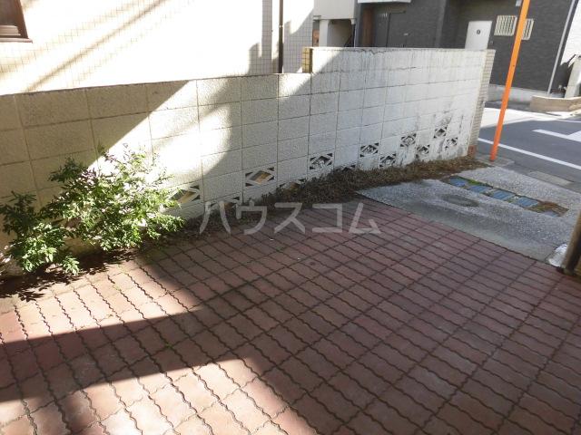 コーポタキ 203号室の駐車場
