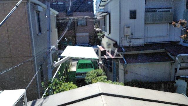 鈴木アパート 202号室のバルコニー