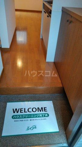 チェリーメゾン自由が丘 102号室の玄関