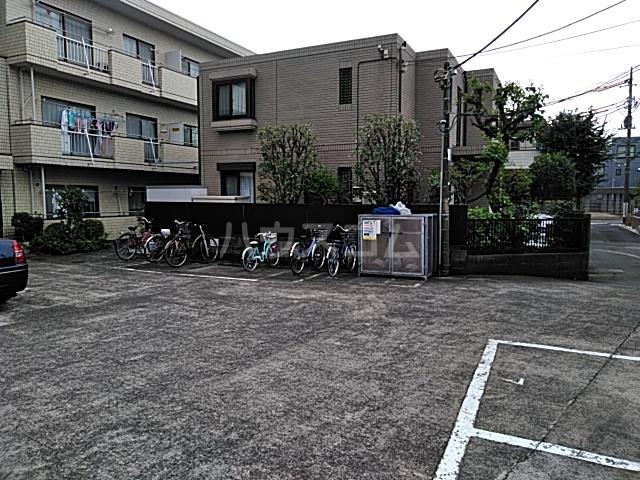 第一豊田マンション 102号室の駐車場