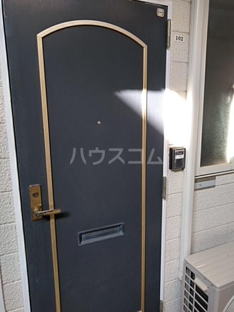 ウィング古屋 102号室の玄関