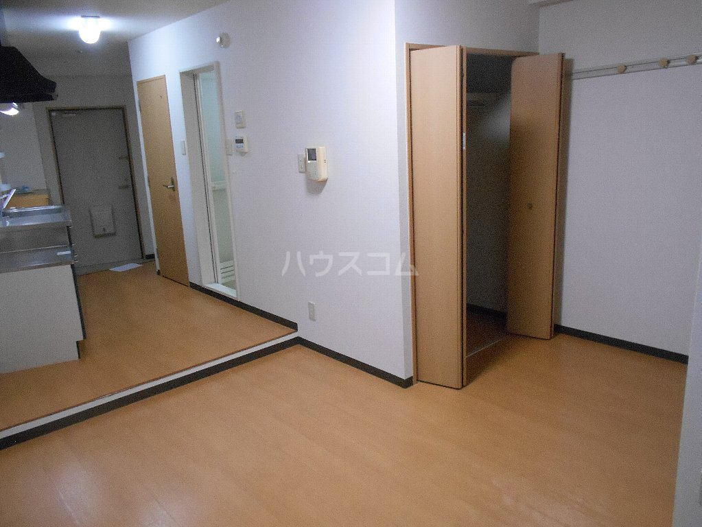 ラ カシータ大倉山 201号室の居室