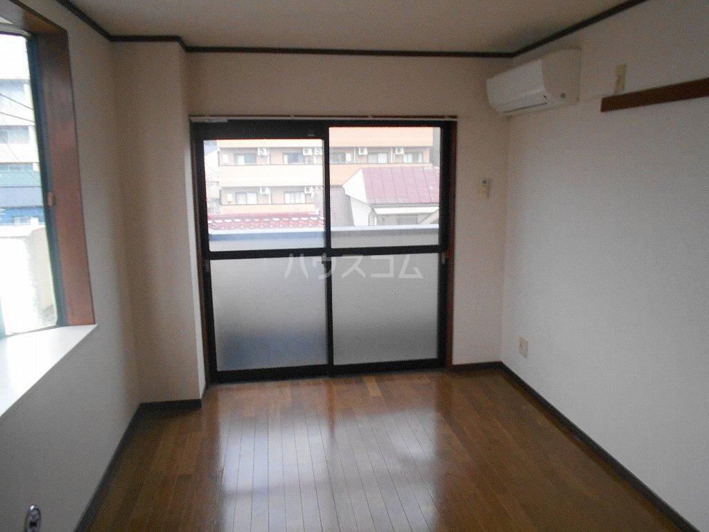 中川ビル 306号室のリビング