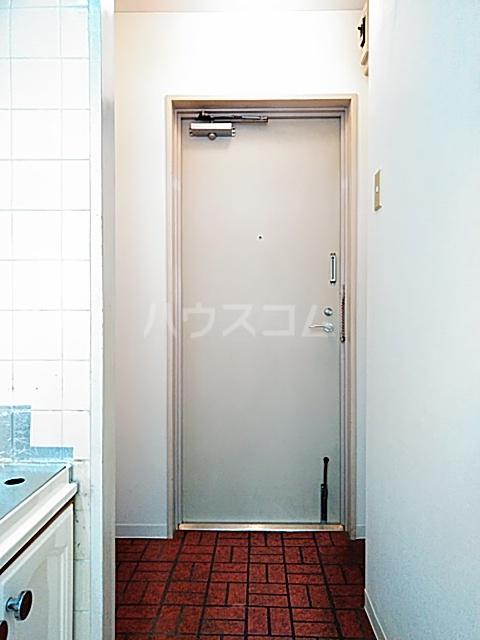 ライオンズマンション綱島 303号室の玄関