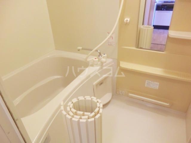 マ・メゾン大倉山 108号室の風呂