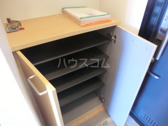 マ・メゾン大倉山 108号室の玄関