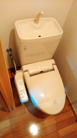 アイコート三軒茶屋 303号室のトイレ