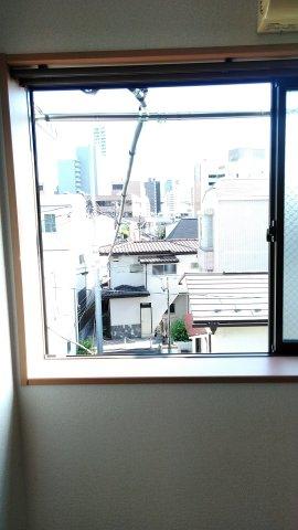 アイコート三軒茶屋 303号室のバルコニー
