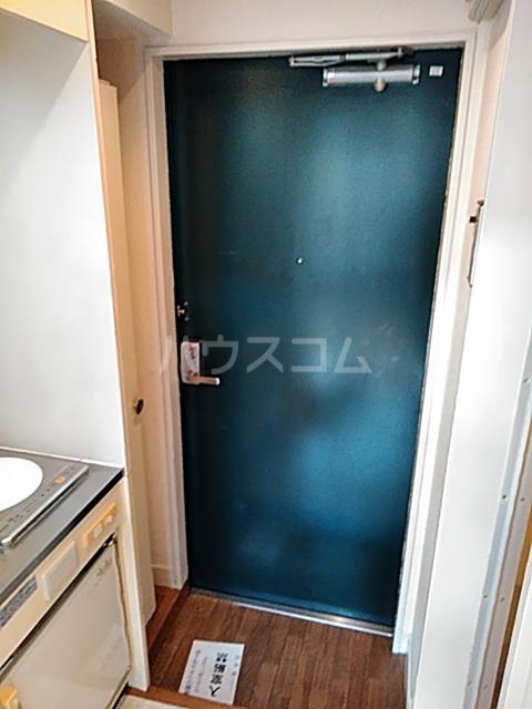 レオパレス松陰神社 201号室の玄関