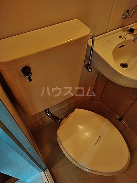 レオパレス松陰神社 201号室のトイレ