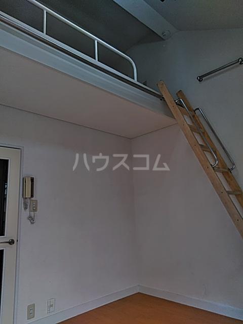 レオパレス松陰神社 201号室のリビング