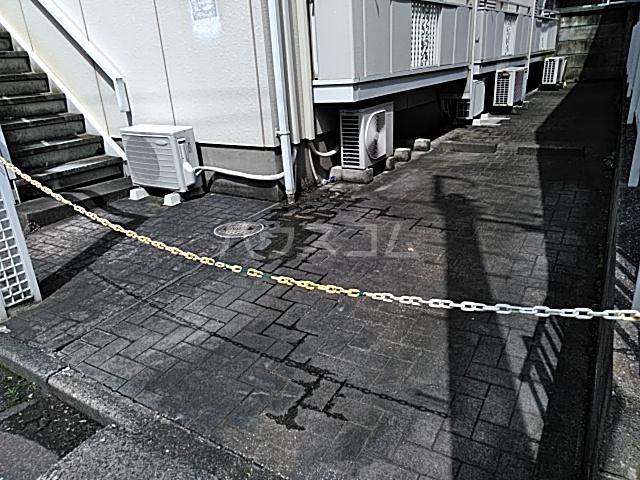 ベルシェ豪徳寺 102号室の駐車場