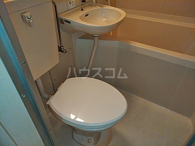 ベルシェ豪徳寺 102号室のトイレ