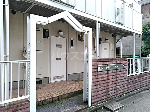 ベルシェ豪徳寺 102号室のエントランス