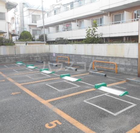 コーポ秋元 101号室の駐車場