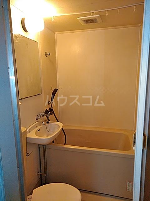メゾン三軒茶屋 201号室の風呂