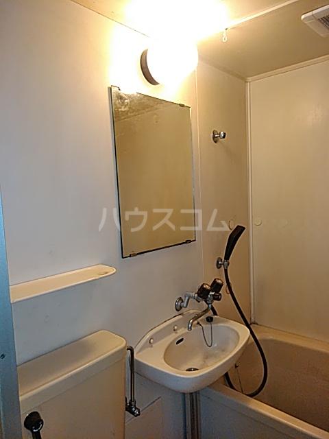 メゾン三軒茶屋 201号室の洗面所