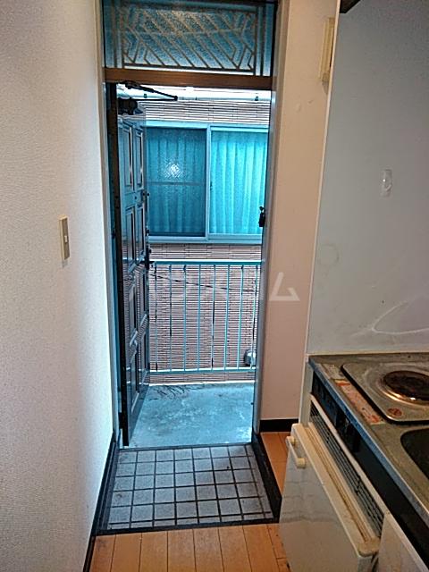 メゾン三軒茶屋 201号室の玄関