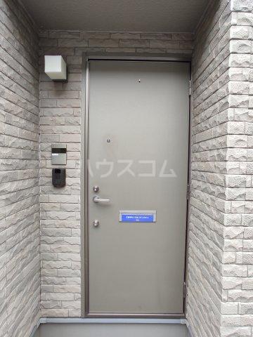 ラシーヌ 1R号室の玄関