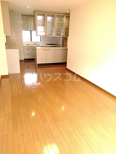 エド・コモン西早稲田 502号室のリビング