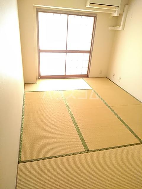 エド・コモン西早稲田 502号室の居室