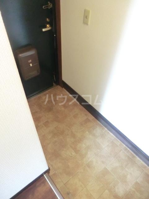 エレガンス パーク 204号室の玄関
