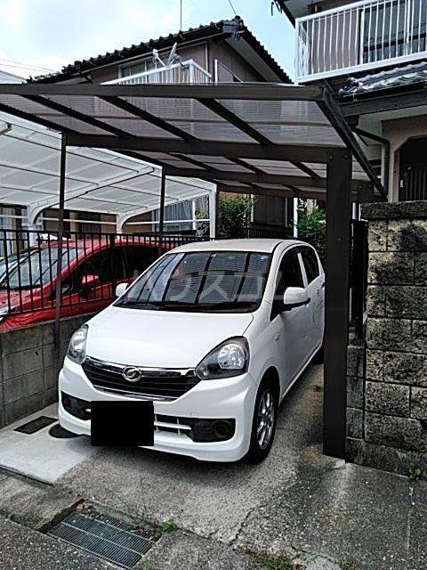 福岡借家の駐車場