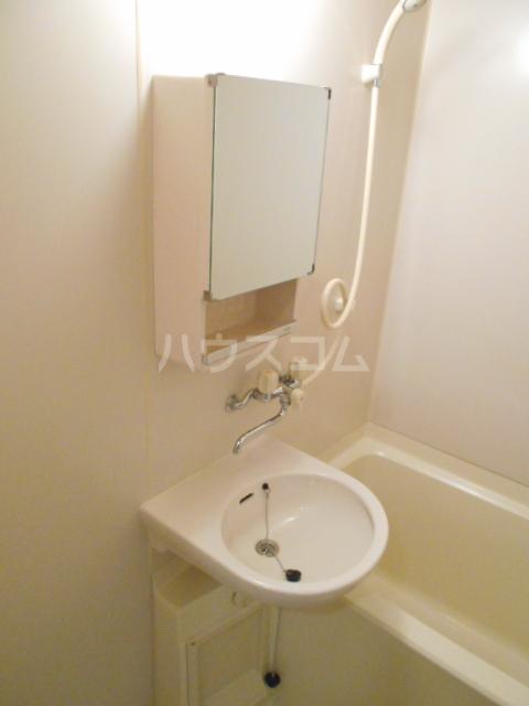 Mクワトロ 105号室の洗面所