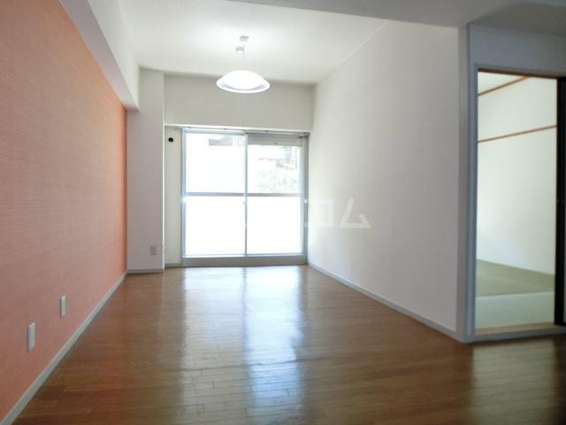アークヒルズ虹ヶ丘 306号室のリビング