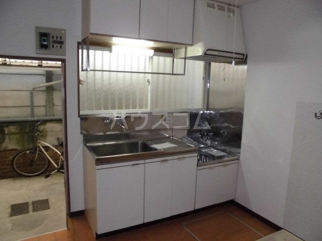ホワイトコーポ 205号室のキッチン