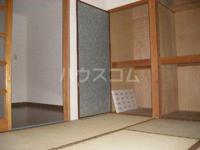 ホワイトコーポ 205号室のリビング