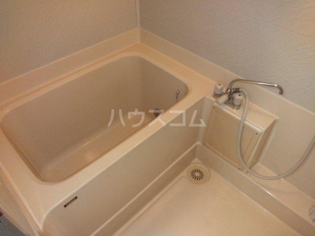ヴォワール国府台 402号室の風呂