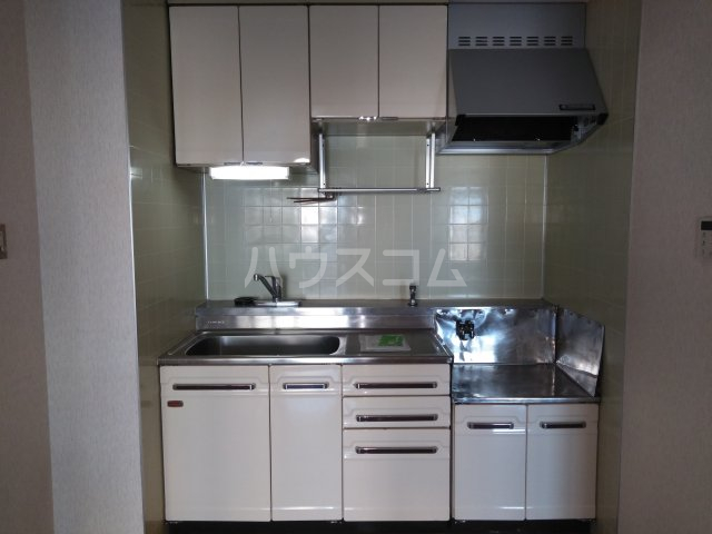 ヴォワール国府台 402号室のキッチン