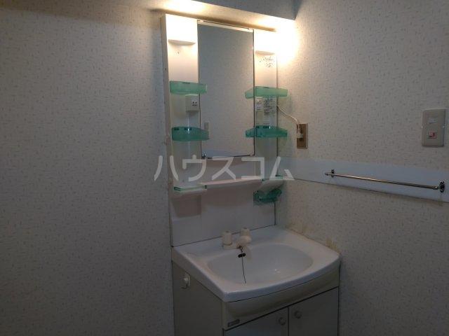 ヴォワール国府台 402号室の洗面所