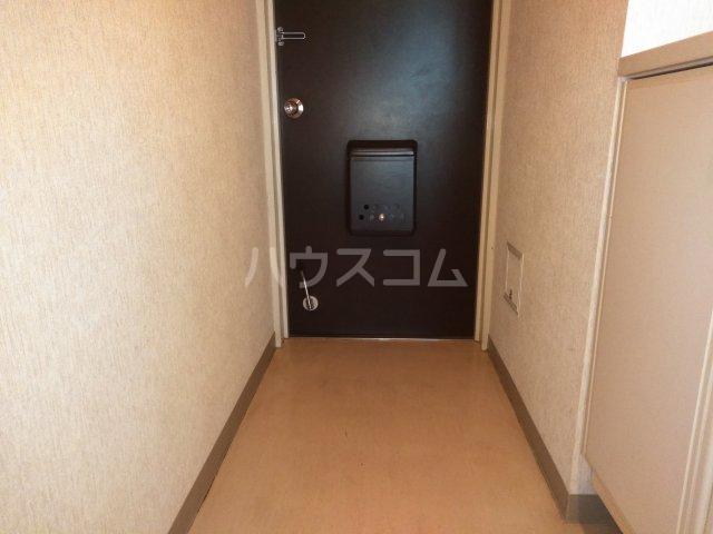ヴォワール国府台 402号室の玄関