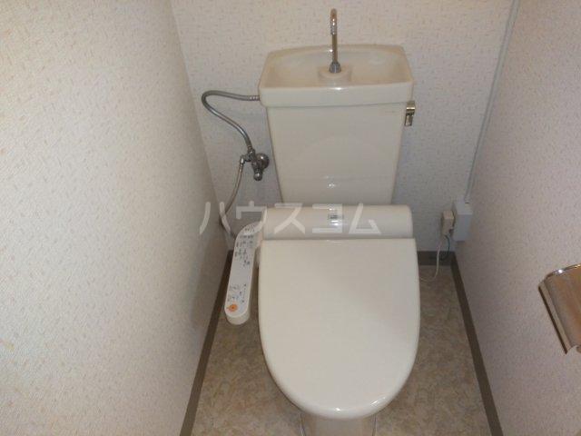 ヴォワール国府台 402号室のトイレ