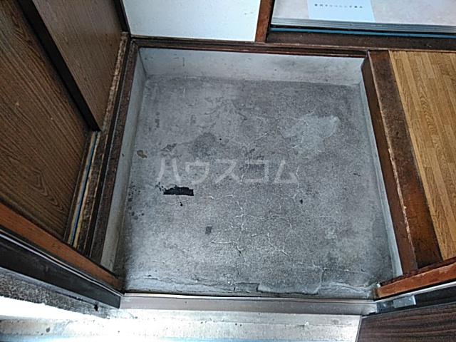 菊池荘 201号室の玄関