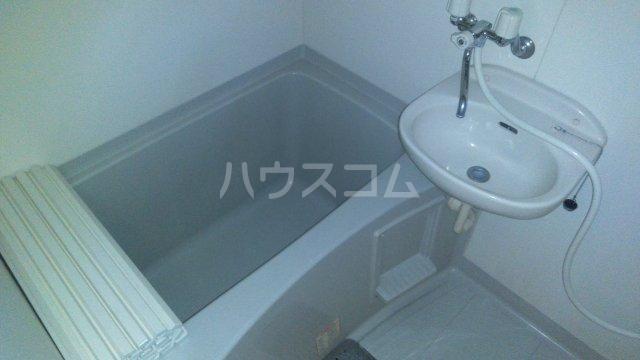 アドラシオン市川 202号室の風呂