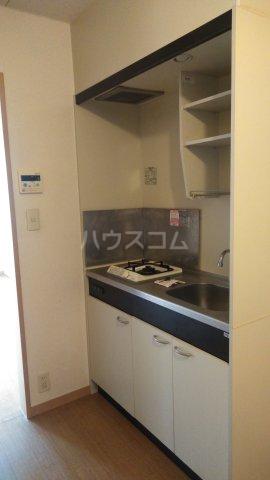 アドラシオン市川 202号室のキッチン