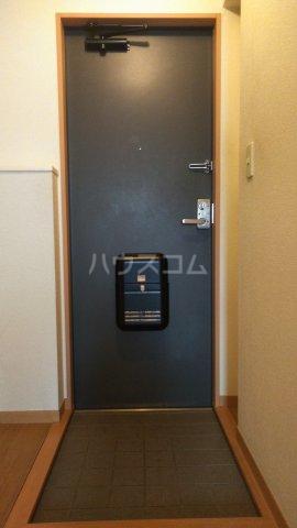 アドラシオン市川 202号室の玄関