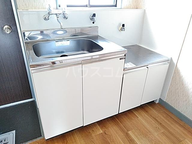 ロイヤルハイツ 401号室のキッチン