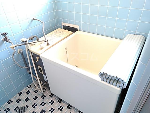 ロイヤルハイツ 401号室の風呂