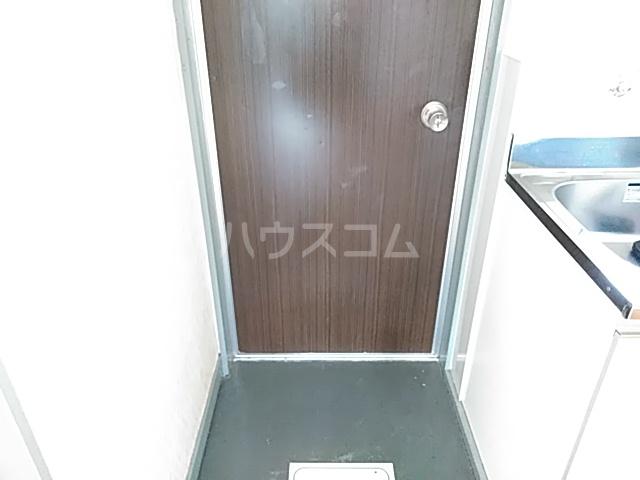ロイヤルハイツ 401号室の玄関
