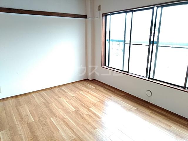 ロイヤルハイツ 401号室の居室