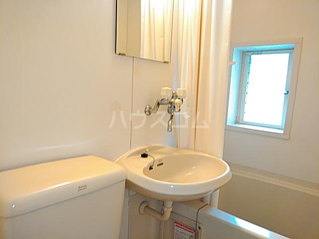 ニチエイハイツ 101号室の洗面所
