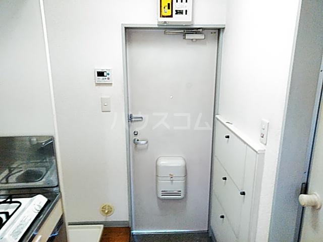 アビタⅡ 205号室の玄関