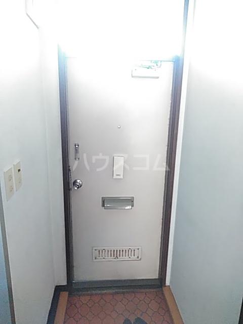 シティハイム日吉 102号室の玄関