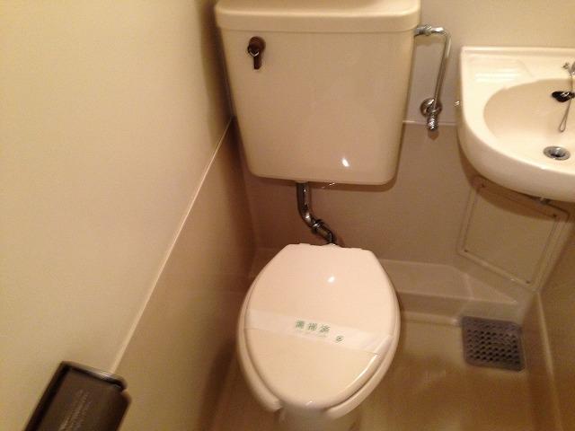 ハウスぶる 101号室のトイレ