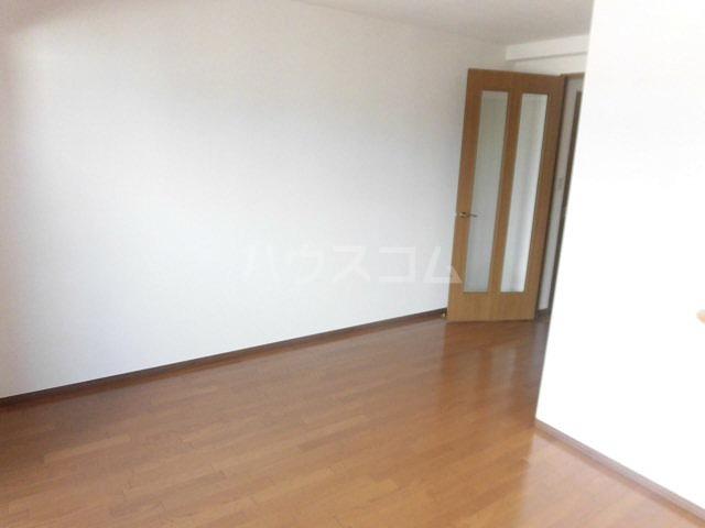 チュリス明大前 1004号室の居室