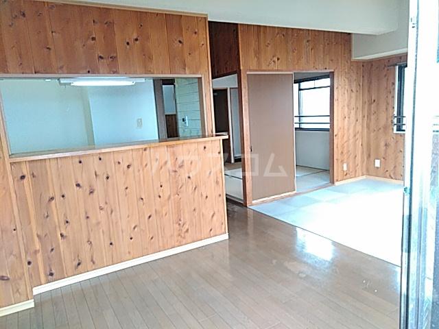 稲元ビル東伊場 401号室のリビング